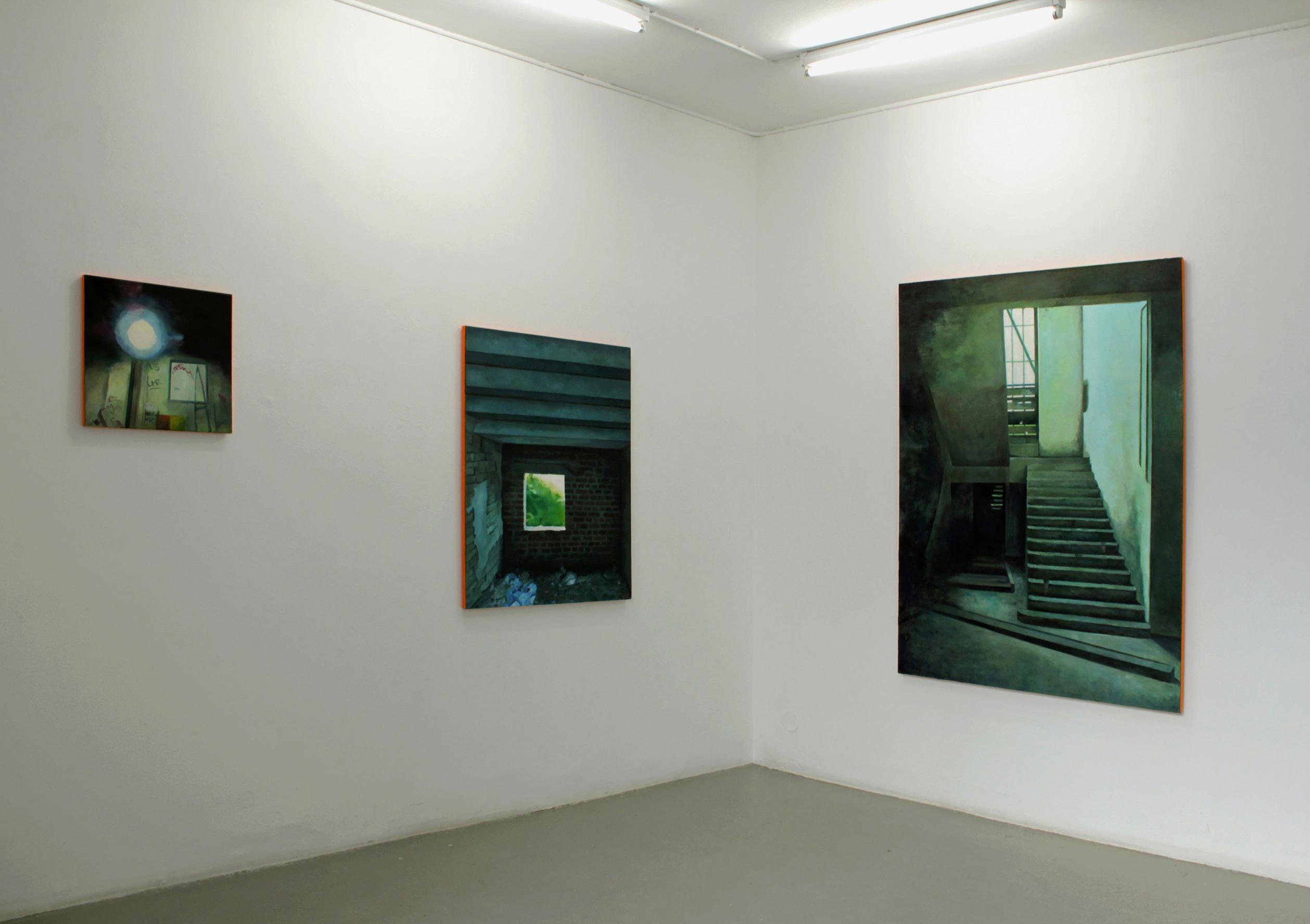 installationsbild med 3 målningar.Ping Pong